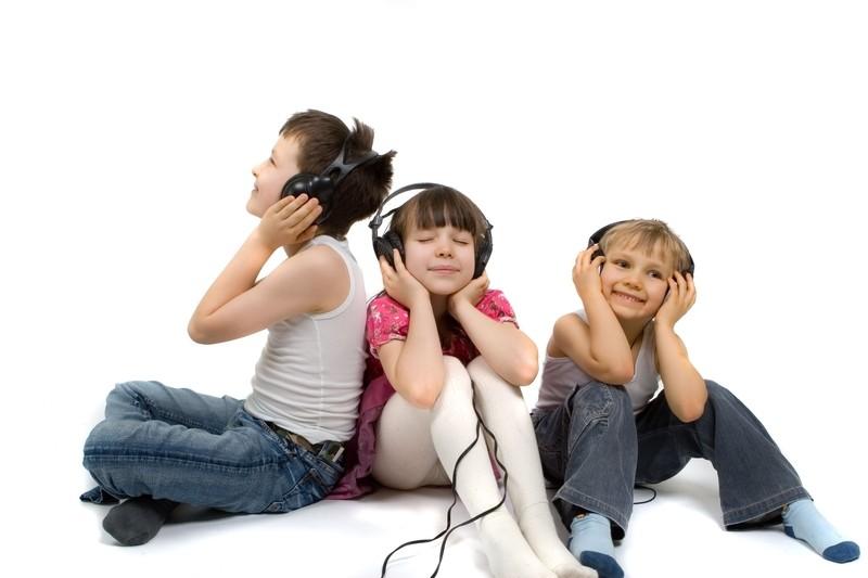 Kinderhörspiele unterhalten nicht nur, sondern bieten auch Lernerfahrungen