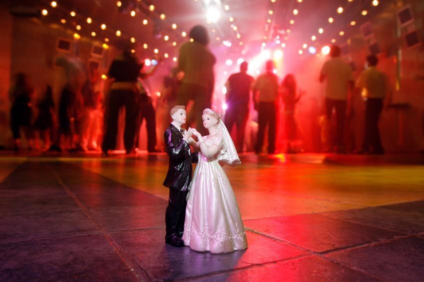 Nur bei der richtigen Musik ist die Tanzfläche bei einer Hochzeit stets gefüllt.