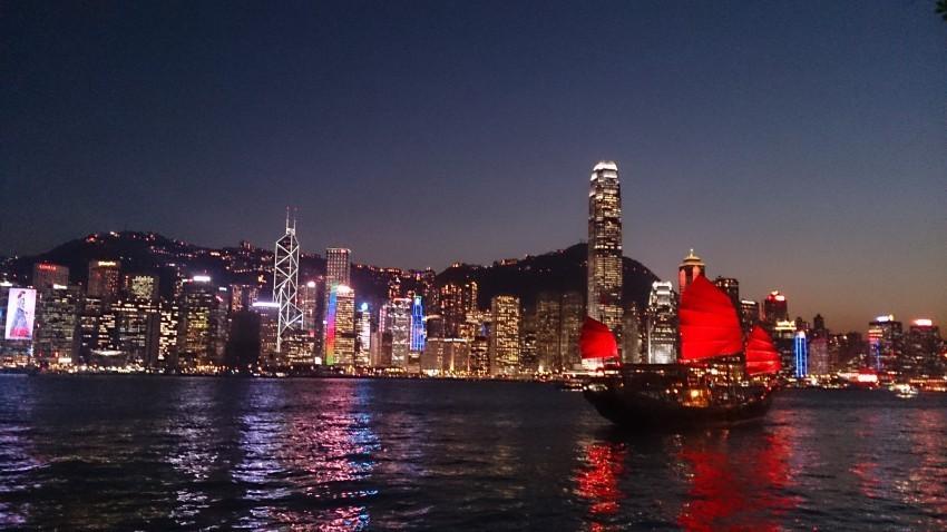 Städte wie Hong Kong oder London zu besuchen, ist spannend - in ihnen mit der Familie zu Leben eine aufregende Herausforderung.