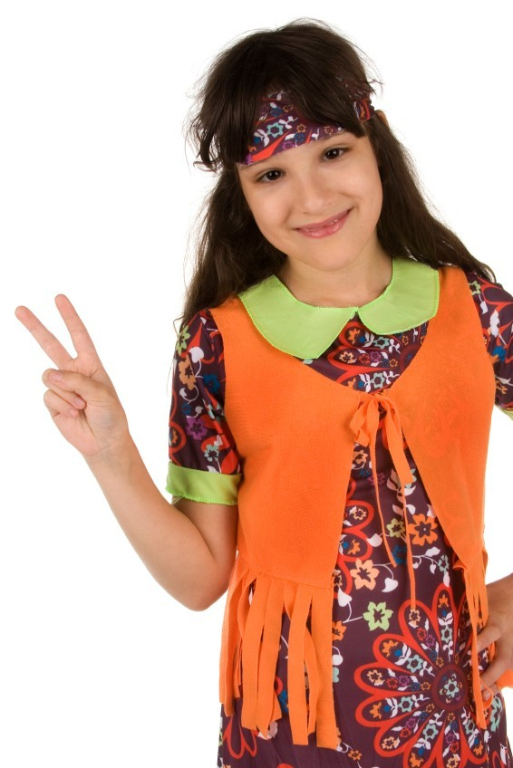 Mädchen als Hippie verkleidet