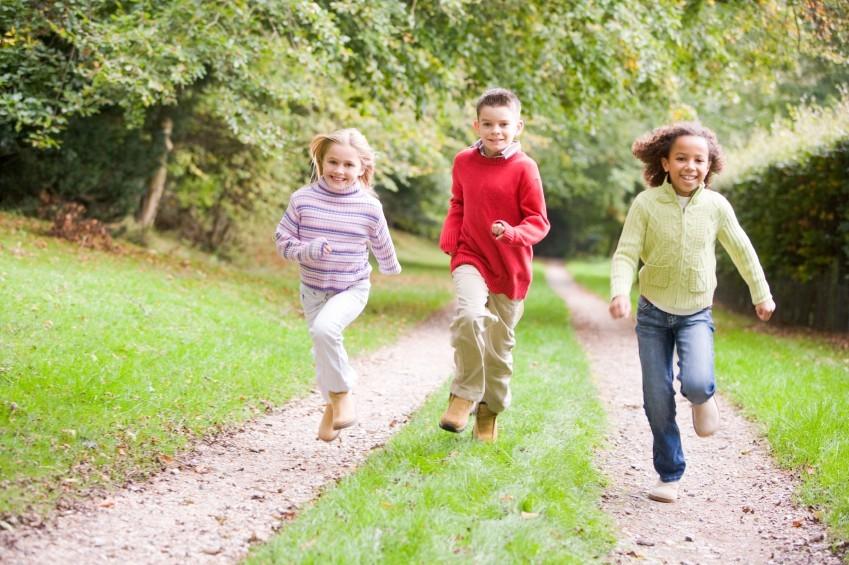 Kinder mit Diabetes benötigen besondere Betreuung, doch Rennen und Toben können sie ebenso wie ihre Spielkameraden.