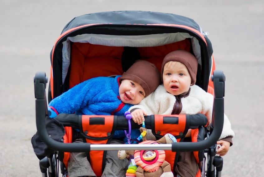 Mobil mit Zwillingen: Der richtige Mehrlingskinderwagen