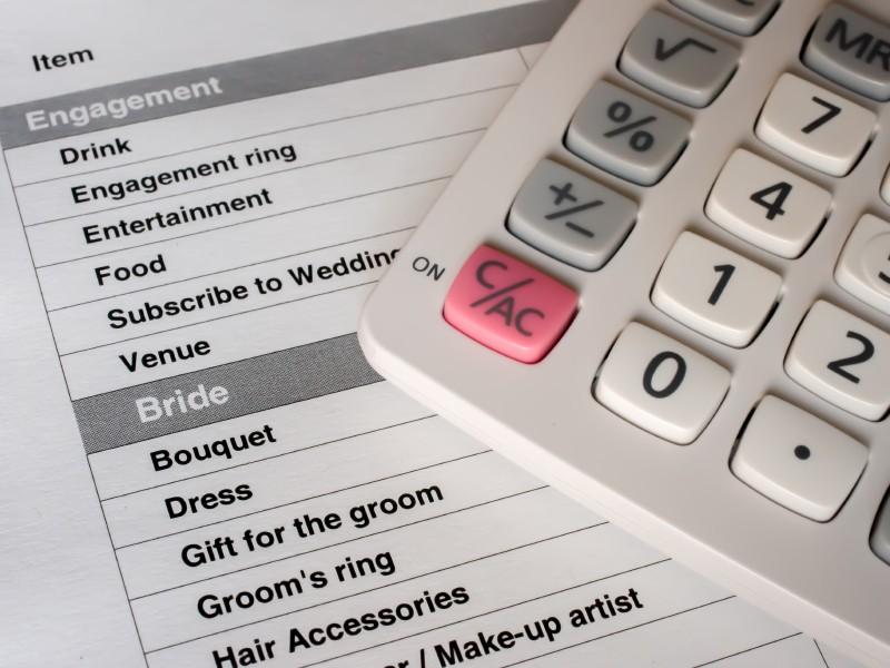 Checkliste für die Hochzeit und Taschenrechner