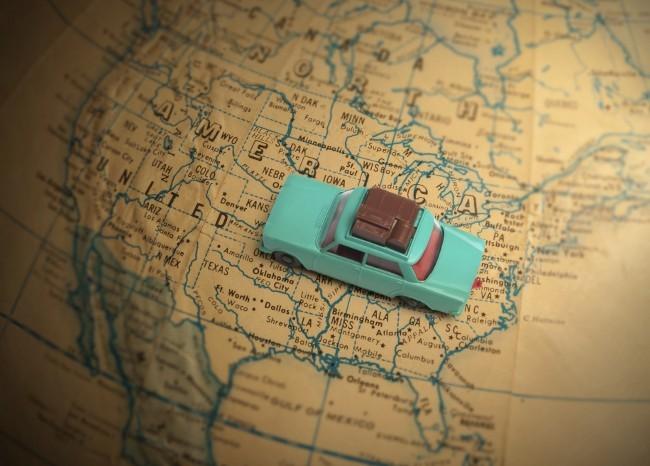 Landkarte der USA mit Spielzeugauto