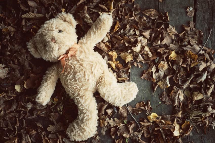 Ein unerfüllter Kinderwunsch kann sowohl die eigene Psyche als auch die Partnerschaft sehr belasten. Mit dem Umweg über eine künstliche Befruchtung steht man auch gegenüber seinem Umfeld oft verlassen da.