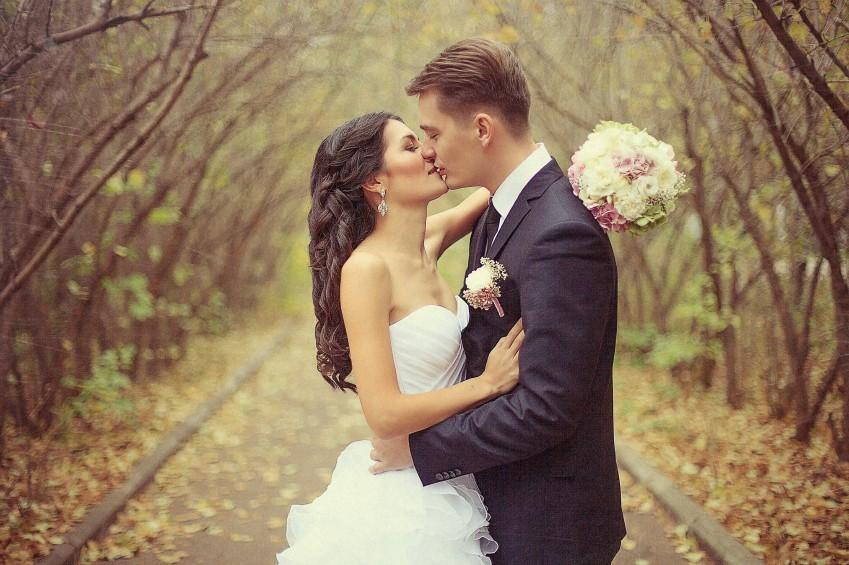 Schlichteres-Brautkleid