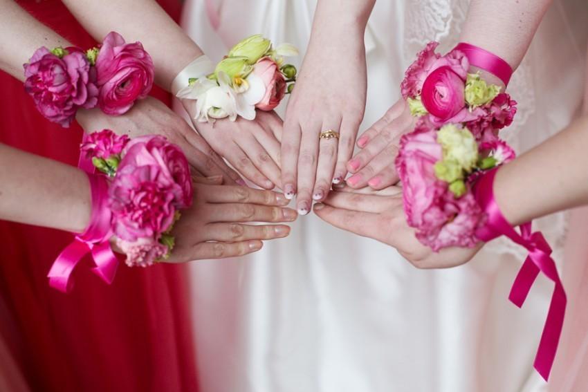 Die Braut und ihre Brautjungfern.