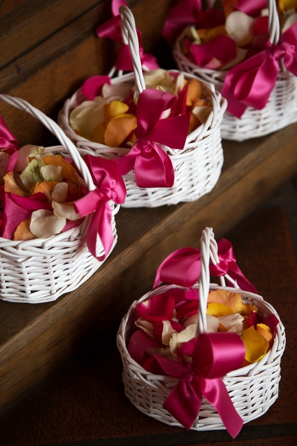 Bunter Rosenblätter ersetzen den farblosen Reis.