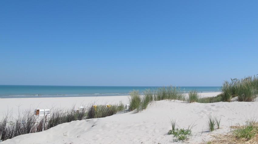 Sand, Sand..und das Meer. So schön ist es an der Nordsee.
