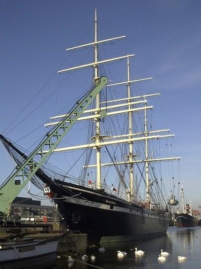 Schiff im Hafen an der Nordsee.