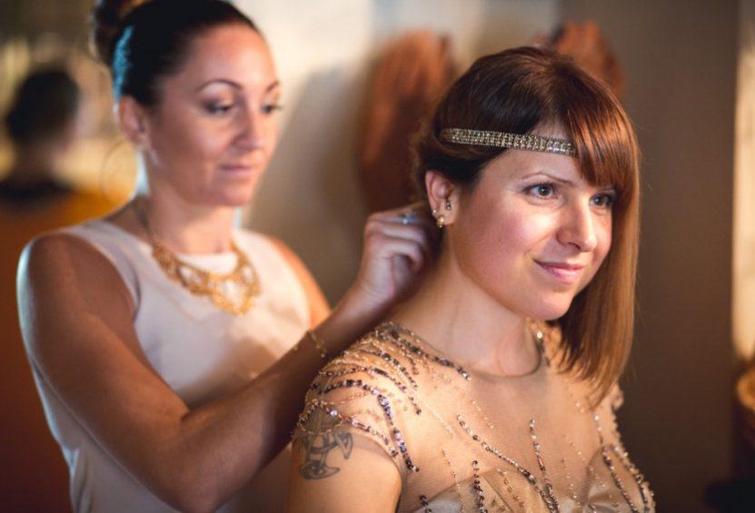Accessoires und Brautkleid Gold