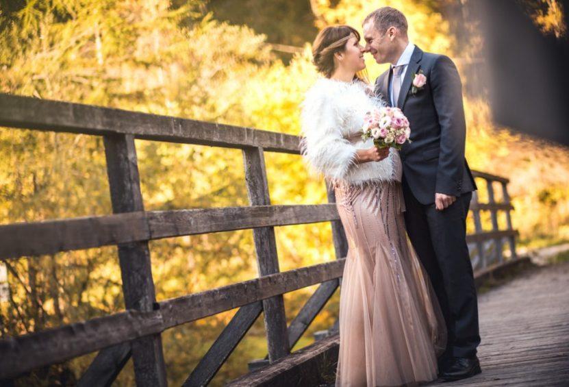 Brautpaar-Hochzeit nicht in weiß