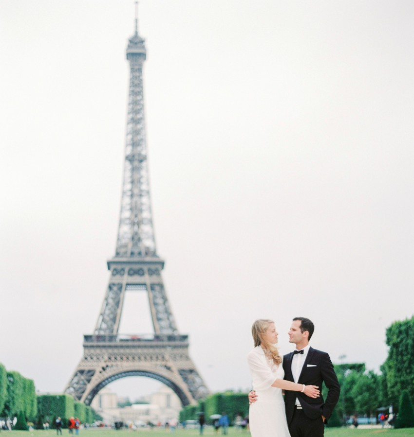 Paris Eifelturm Hochzeitspaar
