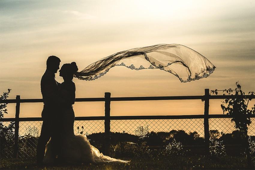 Hochzeitsinspiration-Brautpaarshooting auf Feld