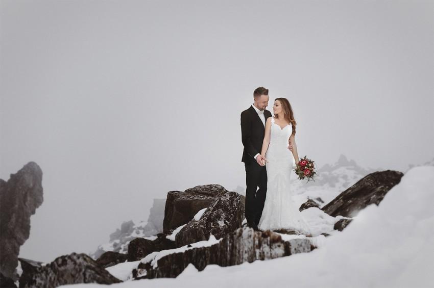 Hochzeitsinspiration-Brautpaarshooting im Schnee