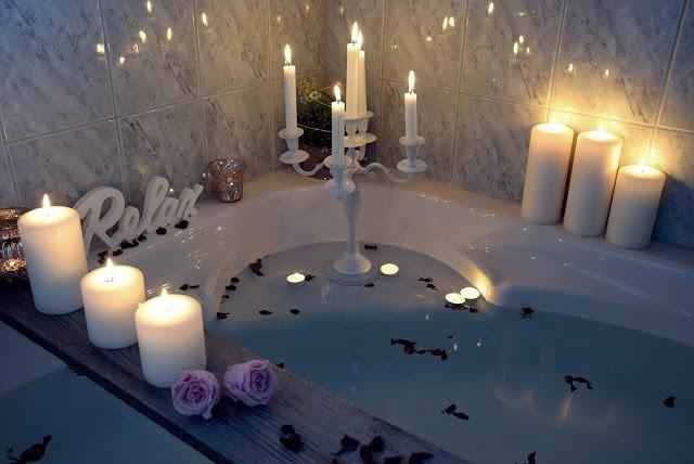 Kerzenlicht-im-Badezimmer