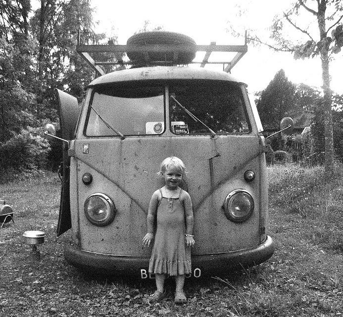 Camping mit Kindern in den 50er Jahren.