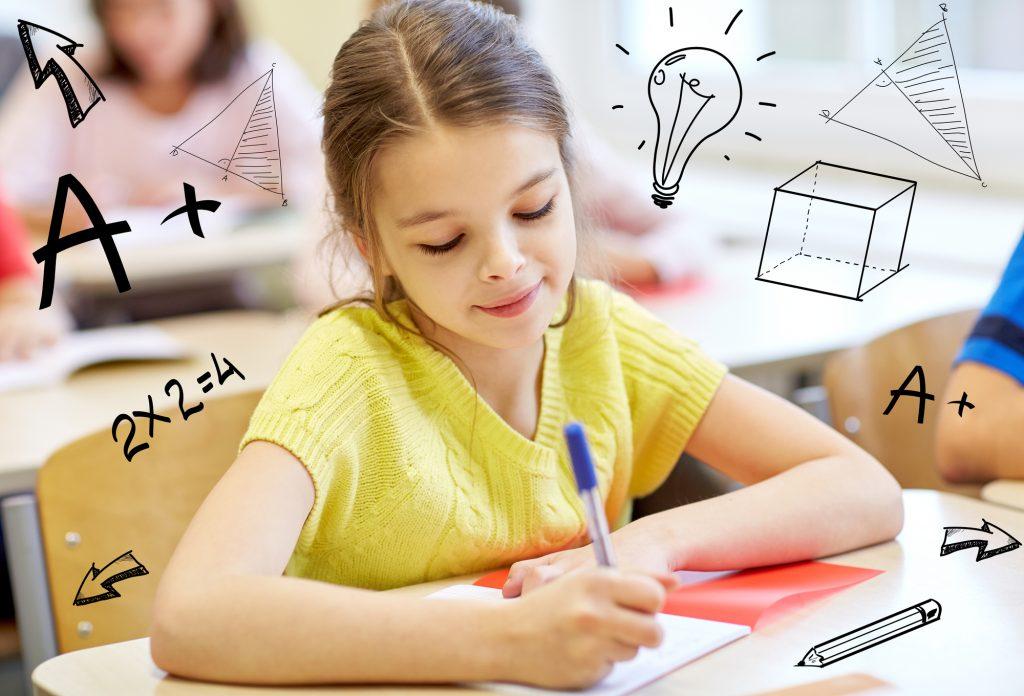 Kinder lernen Mathematik im Klassenraum